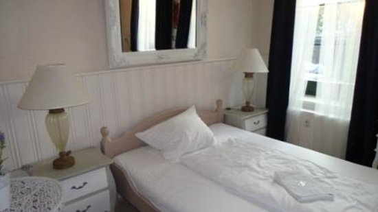 Hotel Parkidyll : Ein schön großes Bett