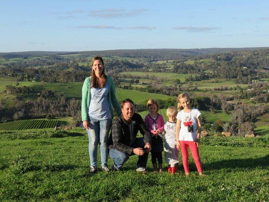 Balingup Heights Hilltop Forest Cottages : Family photo