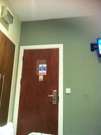 Westbury Hotel Kensington: This is what I saw when I was laying down. Micro sized room.