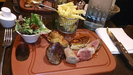 le physalis: Plancha de canard: confit, gésier, saucisse, foie gras, et magret. Un régal pour les yeux mais a
