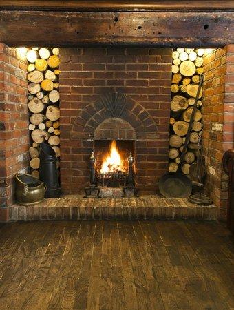 Wormingford, UK: Log burning fire