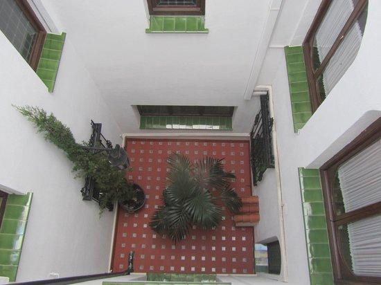 Hotel San Gabriel: Exterior view (courtyard)