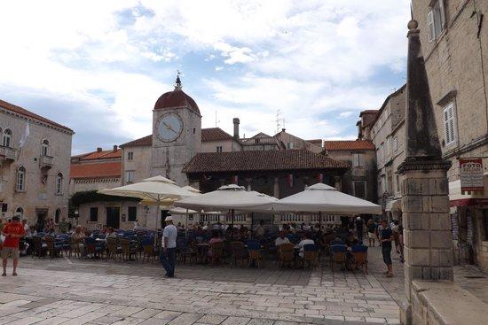 Central square foto di sito storico di trogir trogir for Sito storico