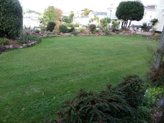 Clydesdale Apartments : Garden view