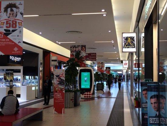 Centro commerciale - Bild von Centro Commerciale Freccia Rossa ...