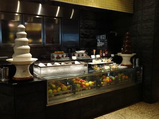 Cascade Cafe: Black sesame and Chocolate fountain ( Buffet )