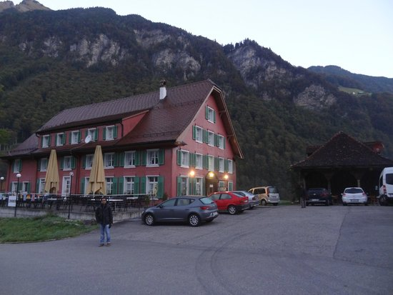 Gasthaus Grafenort: Hotel view from car parking area