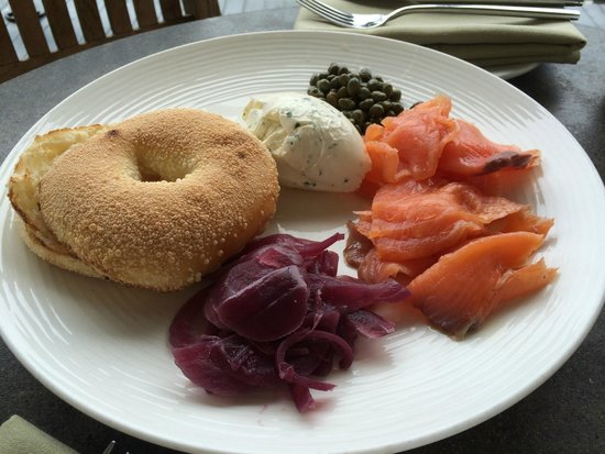 Murray Circle: Freshly baked bagel, homemade cream cheese and smoked salmon - delicious!