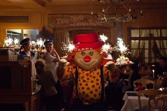 Familien- & Sporthotel Feldberger Hof: eisparade mit Clown Happy