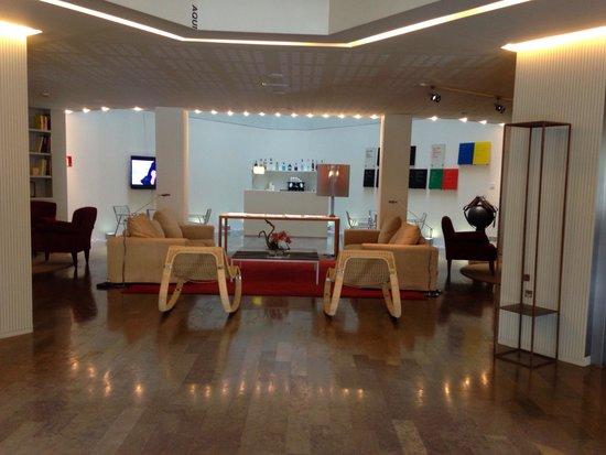 Sercotel Amister Art Hotel: Salon de l'entrée
