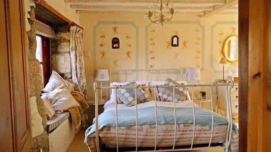 Ednovean Farm: The Apricot room