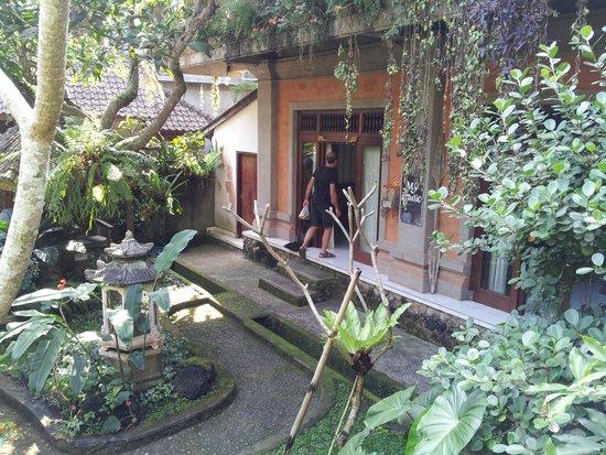 Agung Cottages: giardino