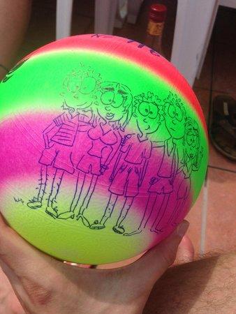 Larissa Blue Resort: мячик в подарок гостинице