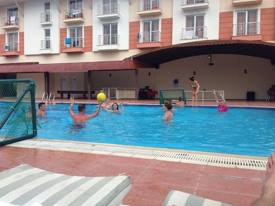 Larissa Blue Resort: игра.))