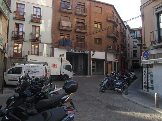 Hotel Casa del Capitel Nazari: Is this the fabled Parking Plaza Nueva?