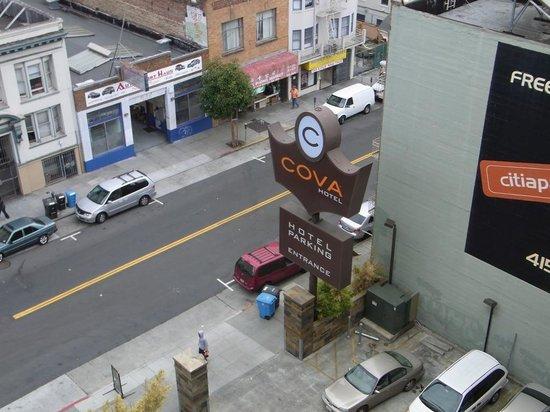 Cova Hotel: 屋上の朝食会場から撮ったホテルの周りの様子。