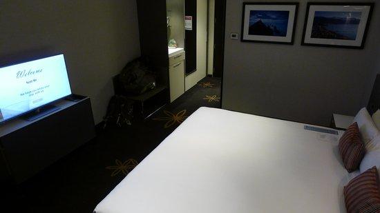 SKYCITY Hotel: King bedroom