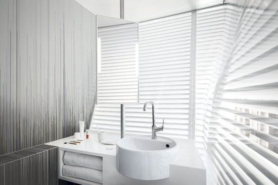 salle de bain photo de okko hotels grenoble jardin hoche grenoble tripadvisor. Black Bedroom Furniture Sets. Home Design Ideas