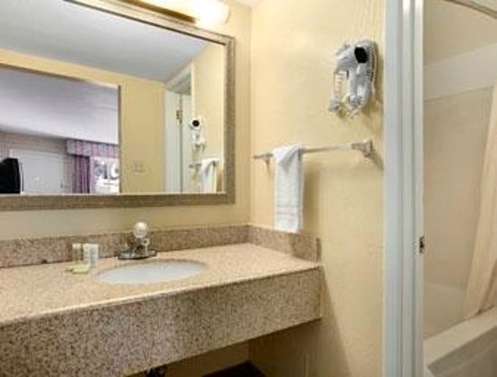 """Bell Hotel Inn & Suites: This is ONE of the hotel's picture from their website (a """"bit"""" different)"""