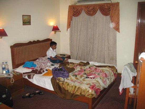 Hotel Apex International: room
