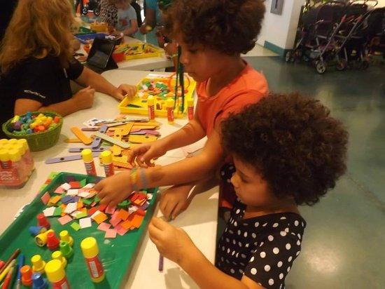 Glazer Children's Museum: Making a Thomas fridge magnet!