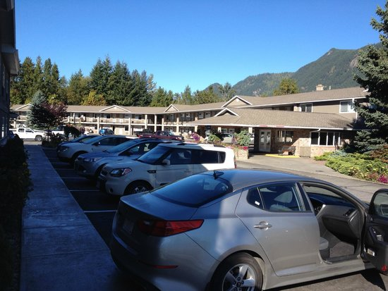 Best Western Sicamous Inn: Hotel grounds