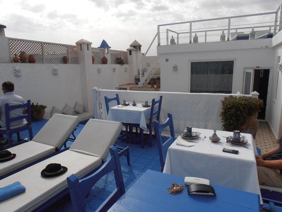 Fontaine Bleue: Terrasse extérieure