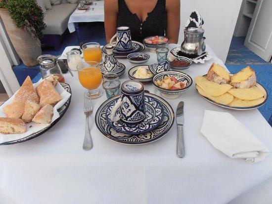 Fontaine Bleue: Petit déjeuner divin et frais