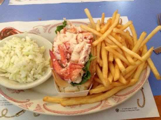 Mabel's Lobster Claw: lobster roll plate