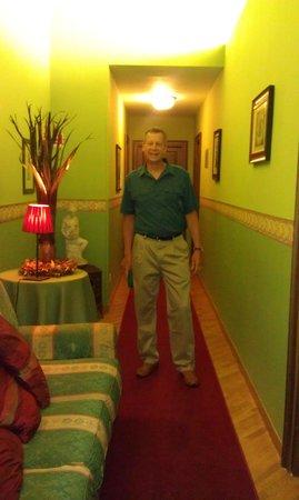Spagna Ave: hallway