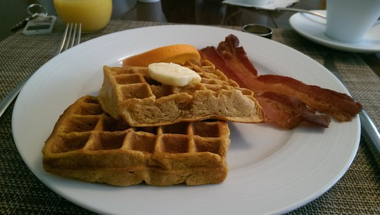 The Inn at English Meadows Bed and Breakfast: Pumpkin waffles