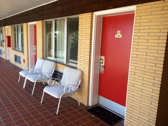 Knights Inn Galax: Outside of rooms