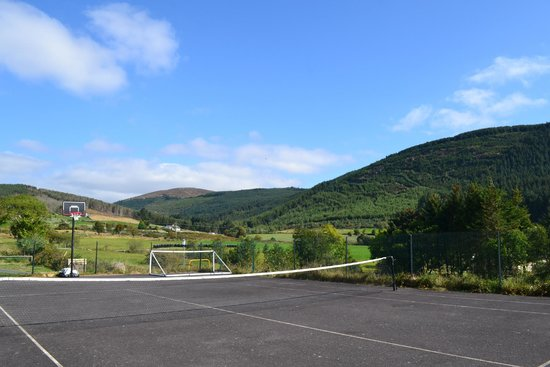 Rostrevor Holidays: Tennis court area