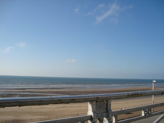 The Strand Hotel: Sea view from front of hotel