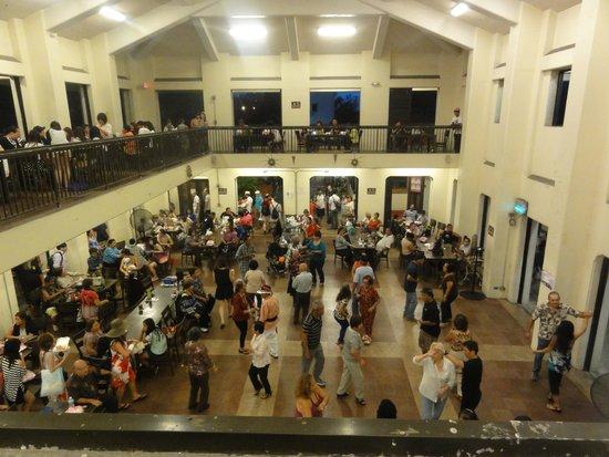 チャモロビレッジ, 踊る踊る踊る人たち