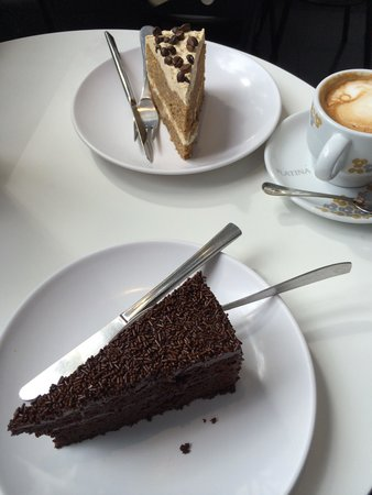 Pastelaria Boutique Lido: Chocolate cake and a Coffee and walnut cake