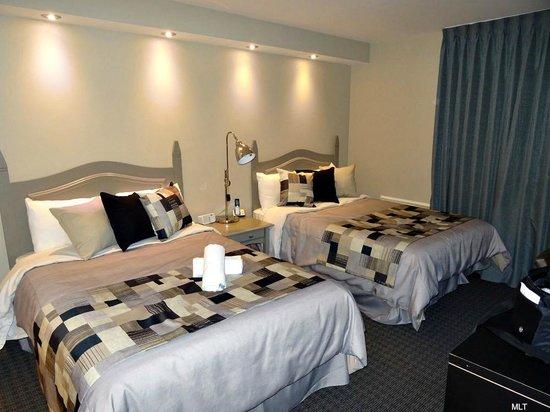 Hotel Mont Gabriel: Merveilleuse grande chambre avec literie de qualité
