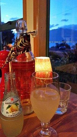 Green Dolphin Restaurant & Bar: Nice view