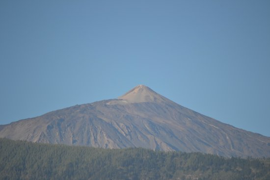Palmeras Playa: Mount Tiede from our balcony