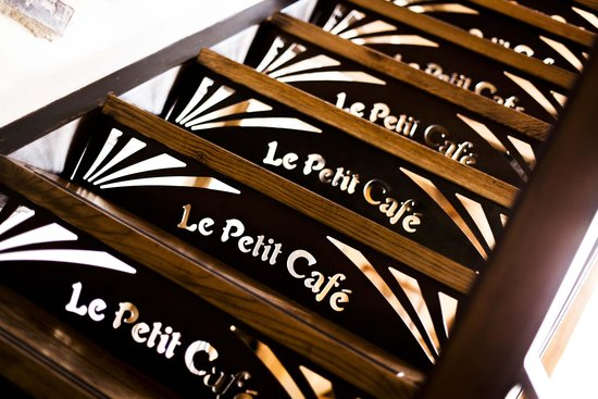 Le Petit Cafe: 2 cv Room