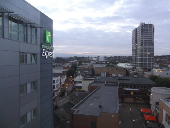 Holiday Inn Express Swindon City Centre: Photo taken from the the room at the fourth floor