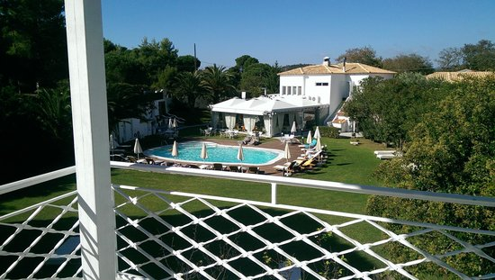 Mandraki Village Boutique Hotel: View on the pool from second floor junior suite in blue building
