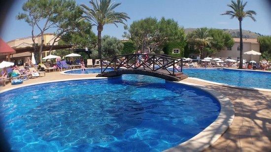 Zafiro Cala Mesquida: The main pool at the Viva Club