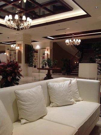 Lobby divan suites batumi batum resmi tripadvisor for Divan suites batumi