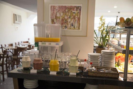 Via Contorno Hotel: Café da manhã