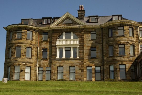Raven Hall Hotel : outside view of hotel