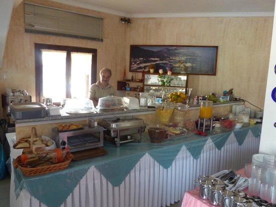 Oceanis Hotel: Breakfast bar