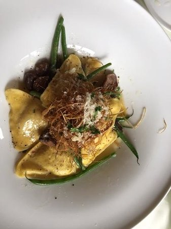The Jamesport Manor Inn: Fresh made ravioli stuffed with mushrooms.  A MUST !!