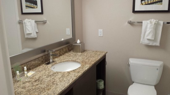 Holiday Inn St. Louis SW Route 66: Updated bath with tub/shower combo