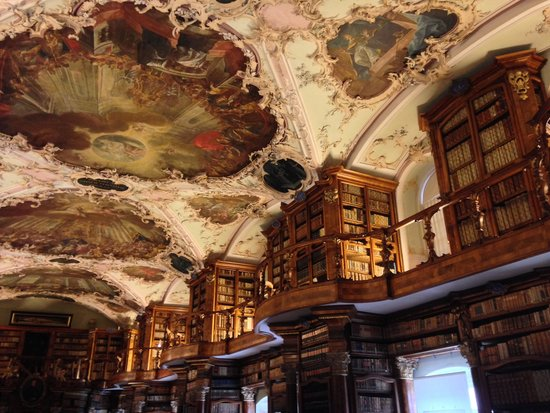 Stiftsbibliothek: Inside the library 1